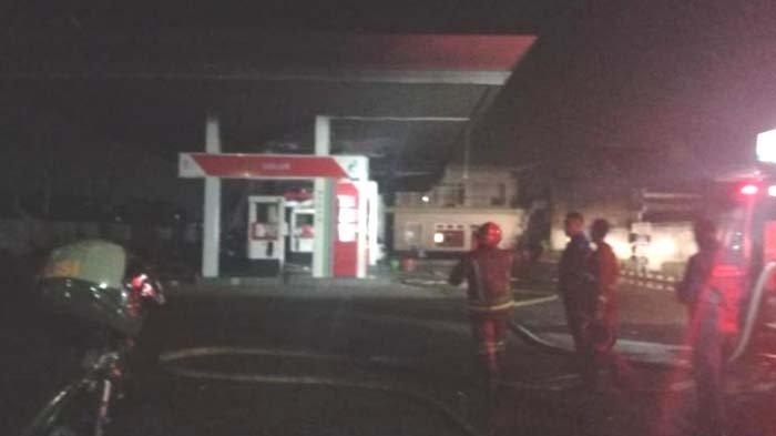 BREAKING NEWS - SPBU di Buring Kota Malang Terbakar, Dua Mobil Ikut Hangus