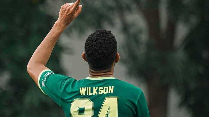 Stiker asing Persebaya Surabaya, Jose Wilkson tampil trengginas saat diberi kepercayaan menunjukan kemampuannya. Striker Brasil itu memborong 4 gol