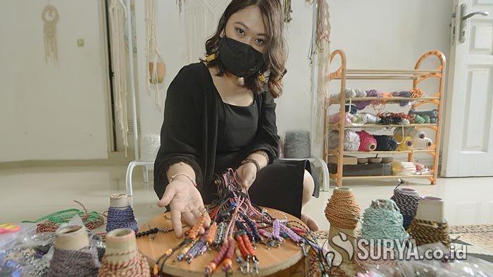 Aksesoris Cantik Nan Fungsional, Strap Mask Fashionable Kian Jadi Tren