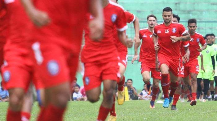 Striker Arema FC Robert Lima Guimaraes Disebut Kegendutan : Itu Berotot Bukan Gendut