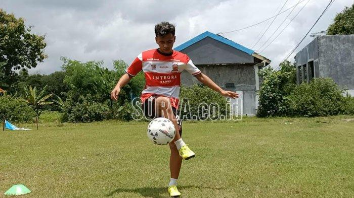 Kompetisi Liga 1 Dihentikan, Striker Muda Madura United Aldo Maulidino Latihan di Kampung Halaman