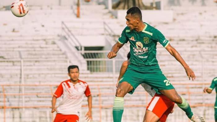 Aji Santoso Pertahankan Dua Pemain TrialPersebaya Surabaya hingga Usai Lebaran