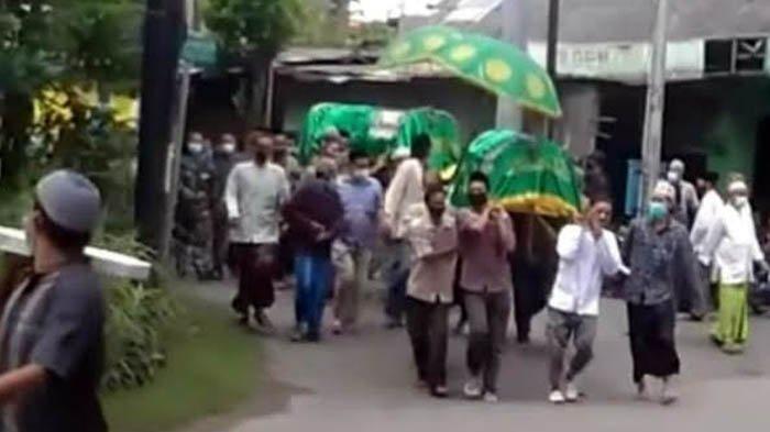 VIRAL Pasutri di Bojonegoro Meninggal Secara Bersamaan, Dimakamkan Satu Liang Lahat