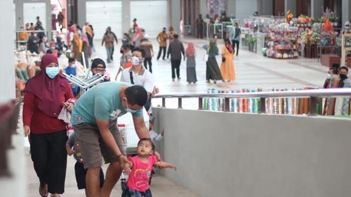 300 Orang Berebut 50 Kios Kosong di Pasar Pon Trenggalek