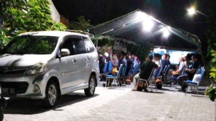 Keluarga Komandan KRI Nanggala 402 Letkol Laut Heri Oktavian Menggelar Doa Bersama di Surabaya
