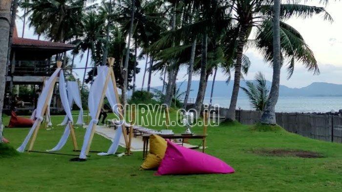 Sensasi Berbuka Puasa di Pinggir Pantai Banyuwangi Berlatar Pulau Bali