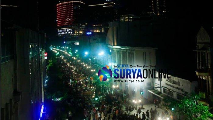 Puluhan Ribu WargaSurabaya Tumplek Blek di Jl Tunjungan, Serbu Aneka Kuliner dan Produk UMKM