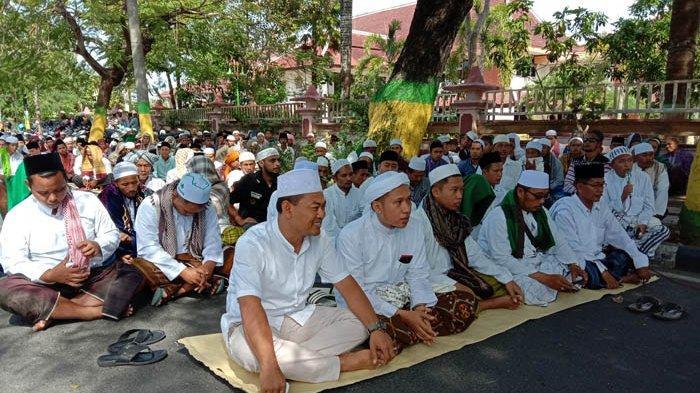 Ratusan Massa Gerakan Umat Islam Pamekasan Gelar Doa untuk Korban Aksi 22 Mei di Jakarta