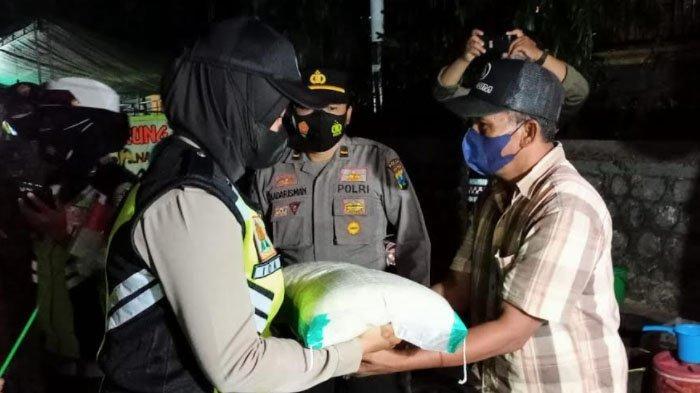 Petugas Gabungan Gelar Patroli di Kabupaten Pamekasan, Pastikan Warga Patuh Prokes