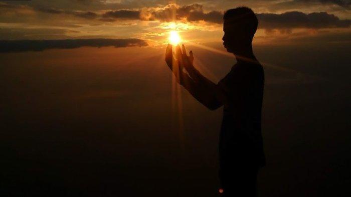 Cantiknya Sunrise di Sabana Bukit Lincing, Jalur Pendakian Gunung Arjuno via Lawang Kabupaten Malang