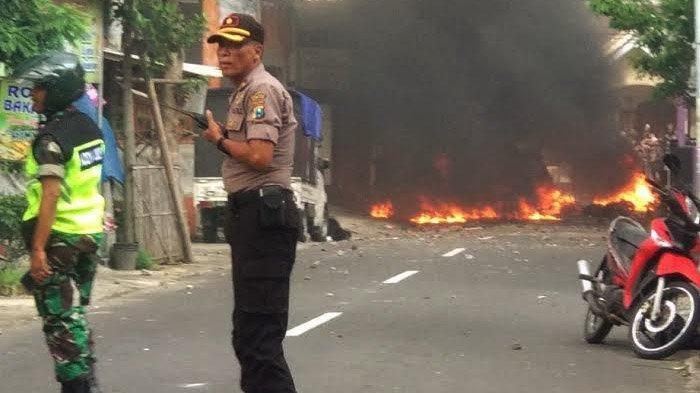 Bentrok Bonek Vs Aremania di Blitar: 13 Motor Rusak, Polisi Cari Pelaku, Khofifah Beri Ganti Rugi