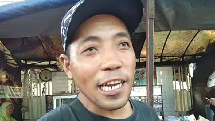 Mobil Brio di Surabaya Hantam Pengendara Motor lalu Tabrak Penjual Bakso yang sedang Layani Pembeli