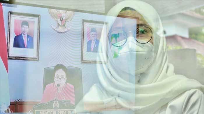 Surat Menyentuh Bupati Ipuk Untuk Wanita Korban Kekerasan, Istri Azwar Anas juga Bagikan Alat Usaha