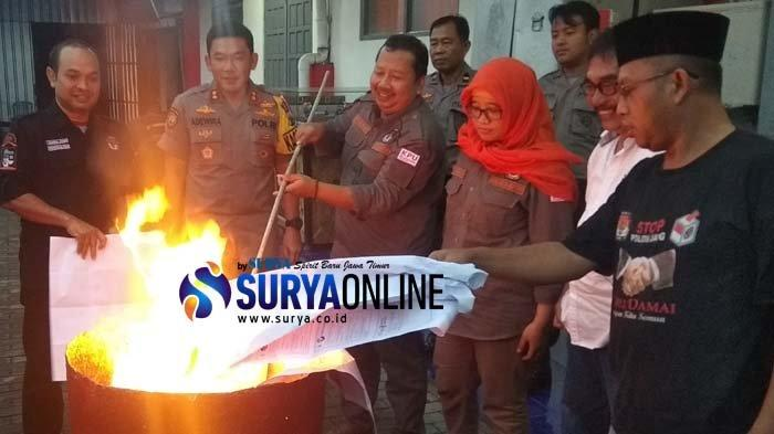 KPU Kota Blitar Bakar 2.084 Lembar Surat Suara Rusak Pemilu 2019