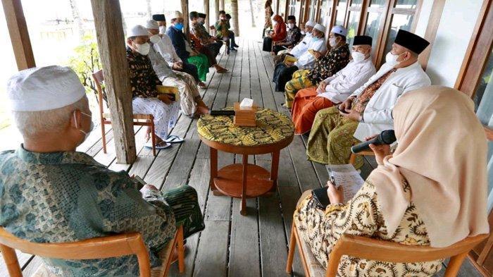 Hadiri Rapat Syuriyah NU Banyuwangi,  Ipuk-Sugirah Didoakan Mampu Menjadi Pengayom Masyarakat