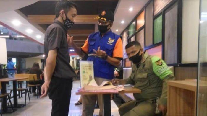 1 Pengunjung Terciduk Tak Pakai Masker, KTP Penanggung Jawab Gerai Kuliner Kediri Disita Petugas