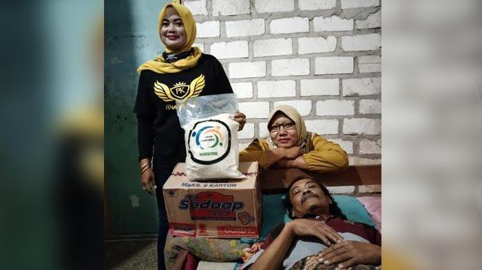 Takjil Delivery dari Pegiat Media Sosial Kabar Panceng untuk Warga Desa yang Sakit di Gresik