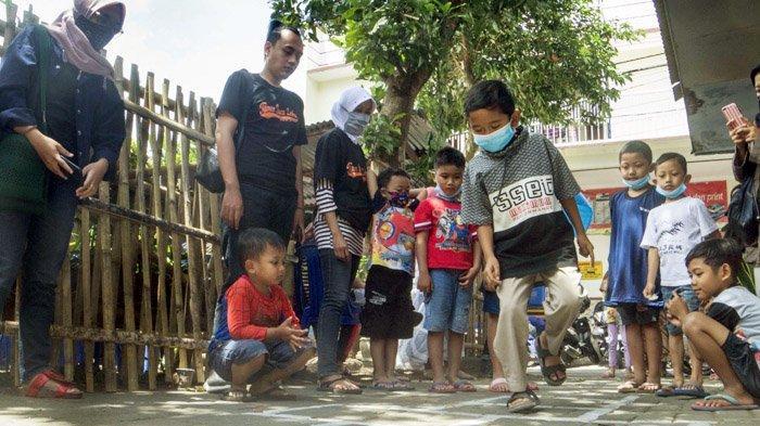 Semangat Zahra Donasikan Buku Jadi Motivasi Pendirian Taman Baca di Sumbersari