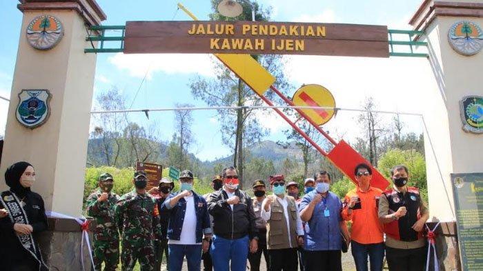 Taman Wisata Alam Kawah Ijen Resmi Dibuka Kembali, Pengunjung Bisa Pesan Tiket Online