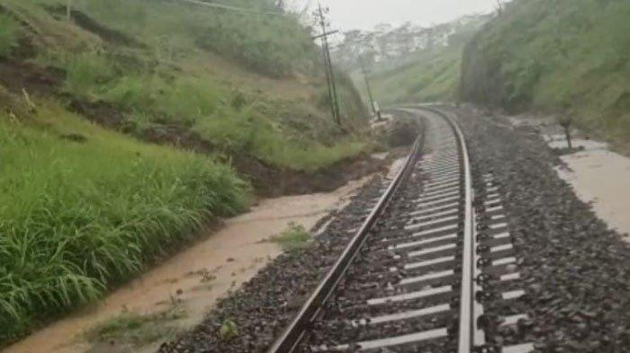 Jalur KA Antara Stasiun Pohgajih-Kesamben Blitar Sudah Dapat Dilalui Pasca Tanah Longsor