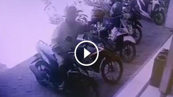 Terekam CCTV, Pria Embat Helm di Swalayan Kota Surabaya, Korban Emak-emak Sesali Hal Ini