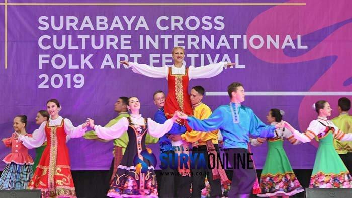 Galeri Foto Ratusan Siswa SMP Ikuti Workshop Tari Rusia di Surabaya Cross Culture 2019