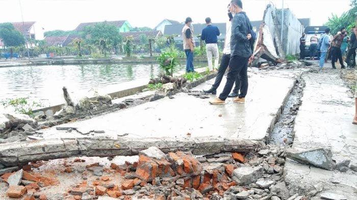 Polisi Selidiki Penyebab Robohnya Tembok Pagar Balai Benih Ikan Kota Blitar yang Tewaskan Bocah
