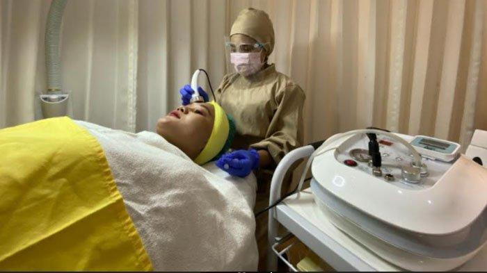 Kulit Glowing dalam Sekejap lewat Treatment Melano C Delovely Clinic