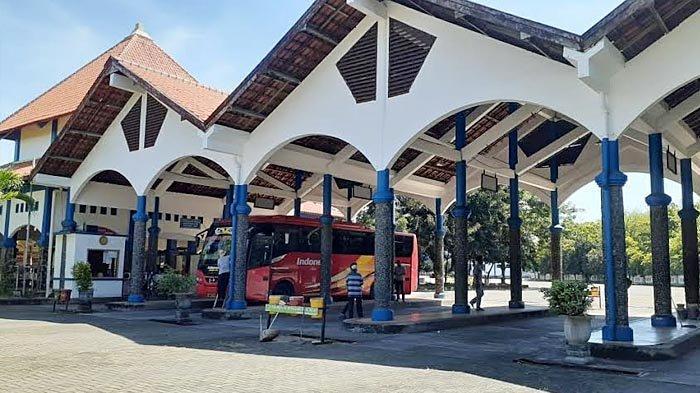 Jelang Larangan Mudik Lebaran 2021, Jumlah Bus dan Penumpang di Terminal Kambang Putih Tuban Sepi