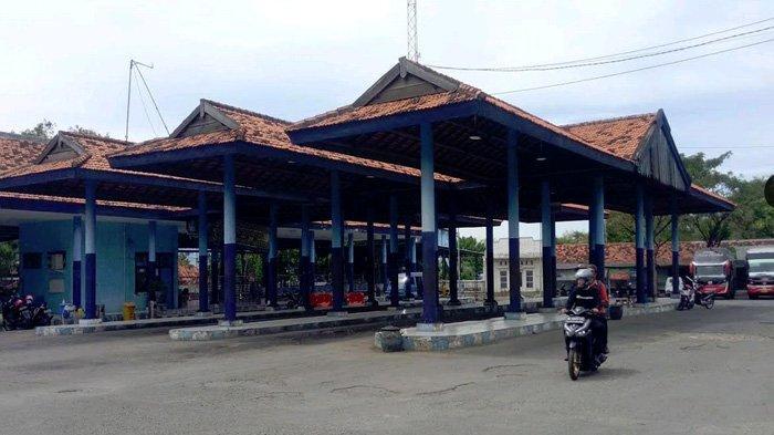 Terminal Bak Kuburan Akibat Larangan Mudik, Calon Penumpang Pilih di Ngumpet di Warung
