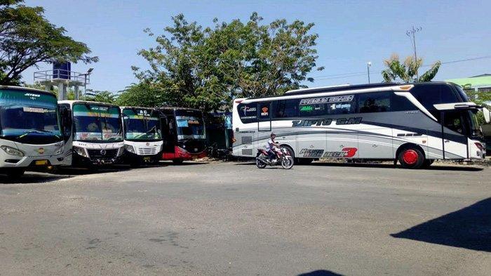 Imbas Larangan Mudik, Bus-Bus Terpaksa Antre Penumpang di Terminal Pamekasan