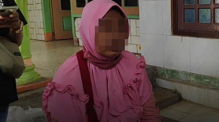 Istri Terduga Teroris di Tuban Beberkan Sosok Suaminya yang Diamankan Tim Densus, HP selalu Dikunci