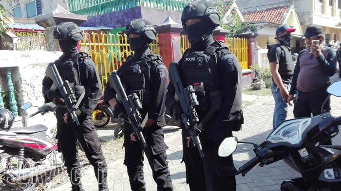 Begini Komentar Warga terkait Penangkapan Terduga Teroris di Surabaya