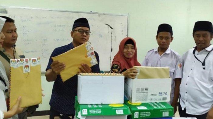 528 Calon Petugas Pemilihan Tingkat Kecamatan se-Surabaya Ikuti Jalani Seleksi Tulis
