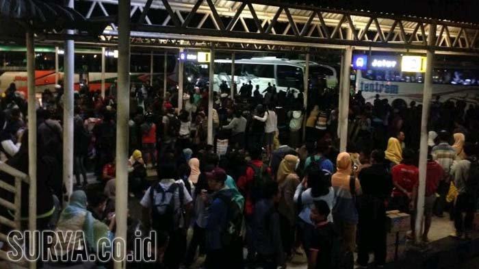 Libur Idul Adha- Petugas Kerahkan 13 Bus Pariwisata di Purabaya