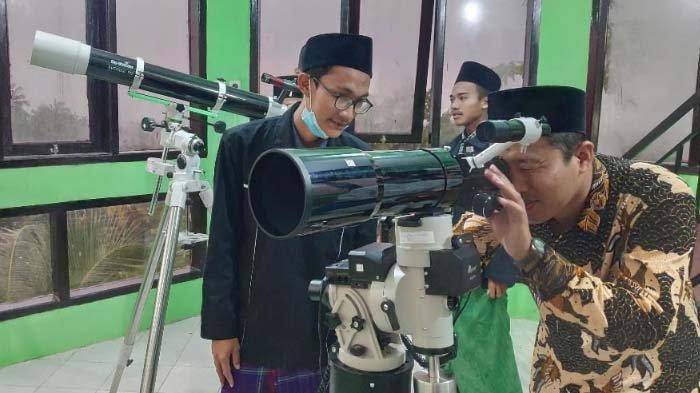 Tiga Saksi Berhasil Lihat Hilal Penentuan 1 Ramadan 2021 di Tuban, Mereka lalu Disumpah