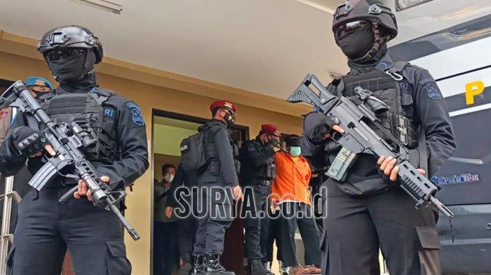Sosok Pria Malang, Perakit dan Penjual Senjata Api Ditangkap Densus 88, Digeledah Pukul 02.30 WIB