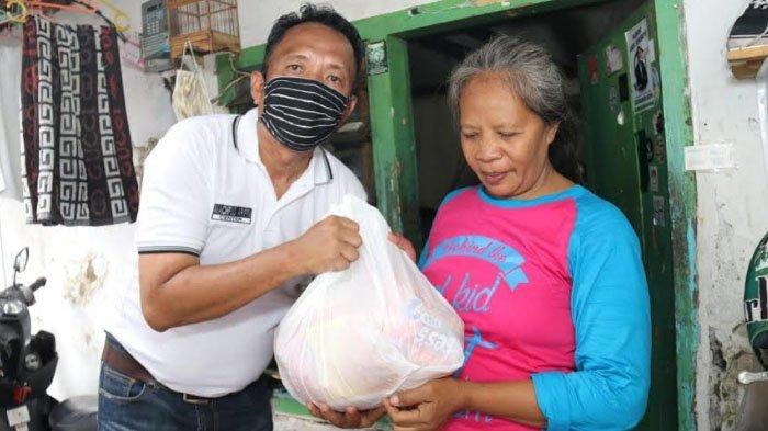 Cak Machfud Gotong Royong Penuhi Kebutuhan Bahan Pokok Warga selama Pembatasan Sosial