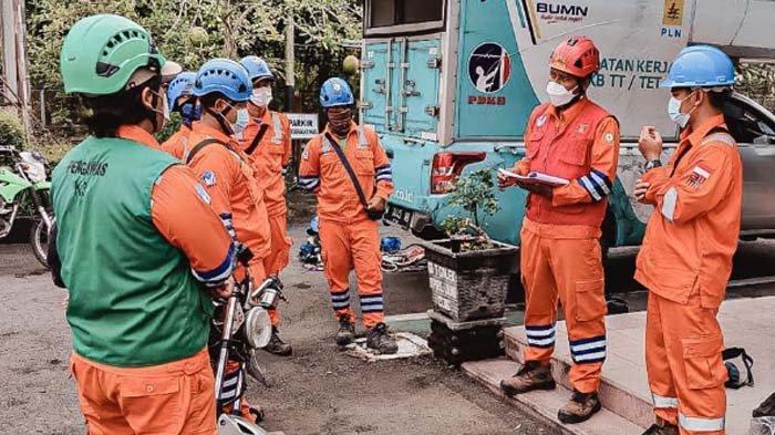 Cek Kondisi Jaringan Tower Transmisi, PLN Pastikan Keandalan Pasokan Listrik ke Trenggalek