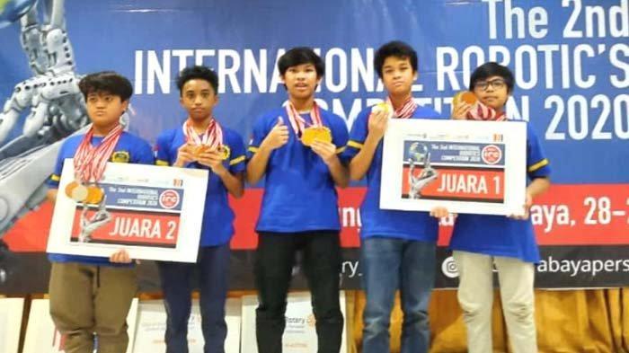 SMPN 1 Surabaya Borong Juara Kompetisi Robotika Internasional