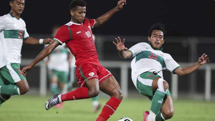 Timnas Indonesia harus mengakui keunggulan Oman dalam laga uji coba, Sabtu (29/5/2021) malam. Evan Dimas dkk takluk dengan skor 1-3.