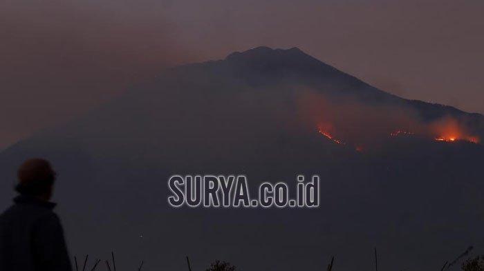 Water Bombing dari Helikopter untuk Padamkan Kebakaran Lahan Gunung Arjuno dan Welirang