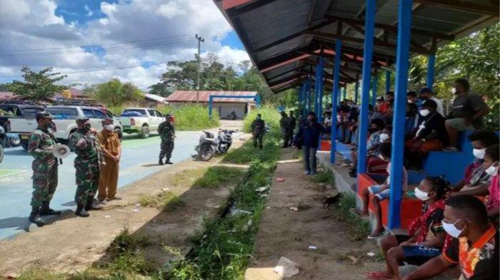 TNI Kawal Pengungsi Setelah Terjadi Baku Tembak Lawan KKB Papua, Perintah Mayjen I Nyoman Cantiasa