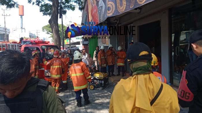 Breaking News - Toko Baju di Rungkut Kidul Surabaya Terbakar, Diduga Alami Korsleting Listrik