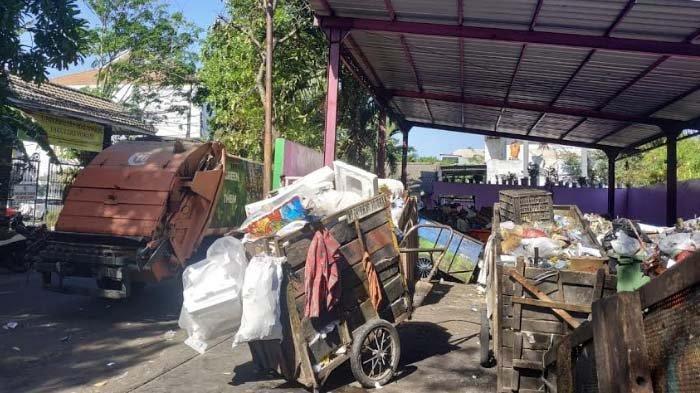 Tanggapan DKRTH Soal Bau Tak Sedap di TPS Dekat Gerbang Vokasi Unair