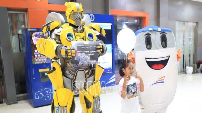 Ada Transformers dan Si Loko di Stasiun Gubeng Surabaya, Galang Dana untuk Bencana Banten