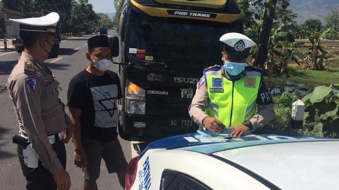 Travel Gelap Angkut 9 Orang Hendak ke Riau, Dihentikan di Perbatasan Trenggalek-Ponorogo