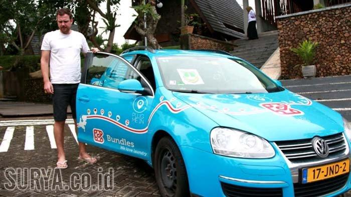 Traveler yang Keliling Dunia dengan Mobil Listrik Mampir di Banyuwangi