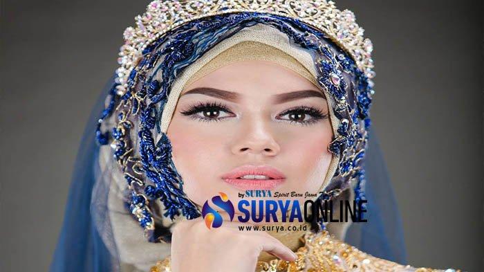 Natural Internasional Look ala Angel Lelga Jadi Tren Make Up Wedding Muslimah 2018