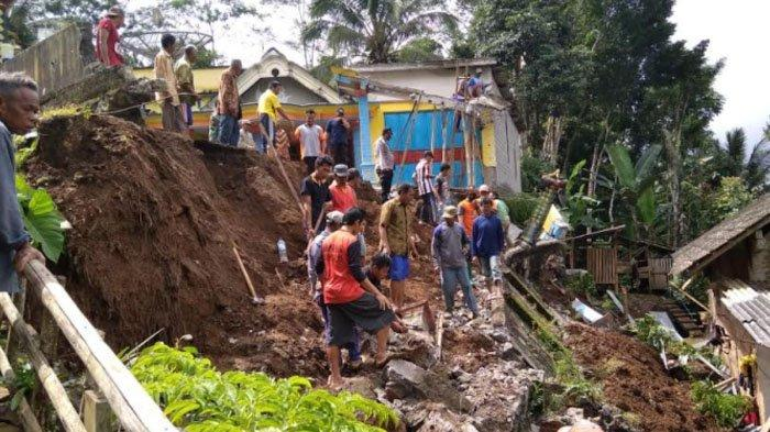 Hujan Deras akibatkan 3 Titik Longsor di Dua Kecamatan di Trenggalek, Kerugian Capai Puluhan Juta